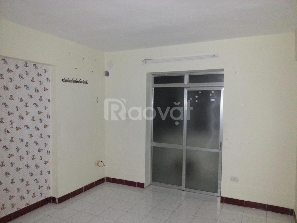 Cho thuê căn hộ tập thể tầng 2 giá hợp lý