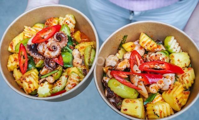 Món ăn kích thích từ miếng đầu tiên bạch tuộc trộn cóc non
