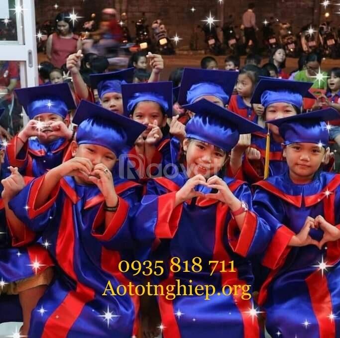 Quần áo tốt nghiệp cho học sinh ra trường