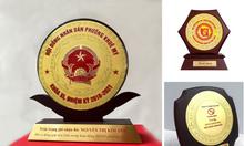 Kỷ niệm chương, bảng vinh danh, cúp vinh danh giá rẻ tại Đà Nẵng