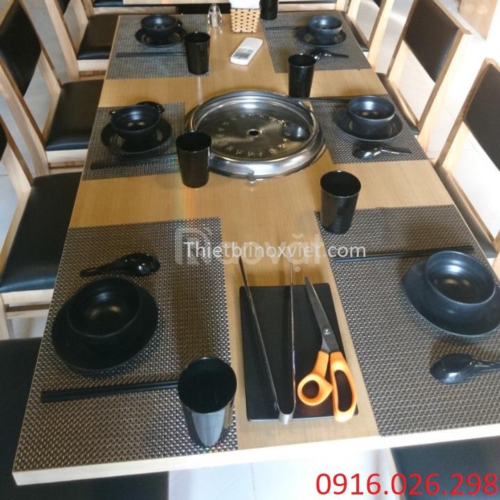 Bàn ăn mặt gỗ dành cho nhà hàng tại Hà Nội