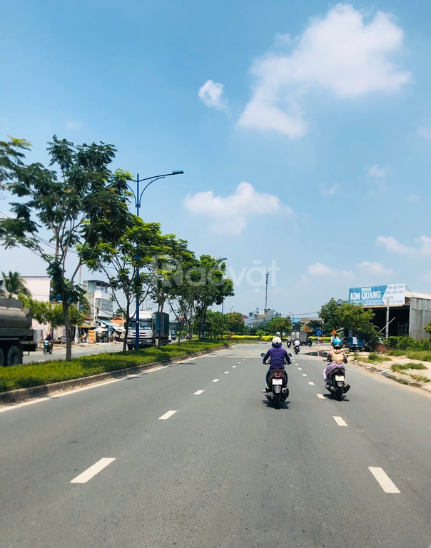 Sang gấp lô góc 6x25m đối diện chợ, gần vòng xoay Trần Văn Giàu