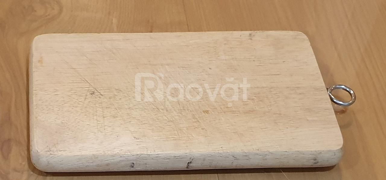 Thớt nhựa, gỗ còn mới, tốt