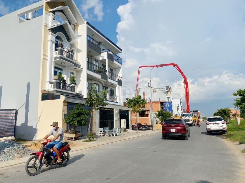 Bán lại nền đất 10mx20m, khu vực dân cư đông, đã có sổ hồng
