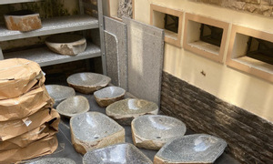 Thanh lý lavabo đá tự nhiên, chậu rửa mặt đá cuội nguyên khối giá rẻ