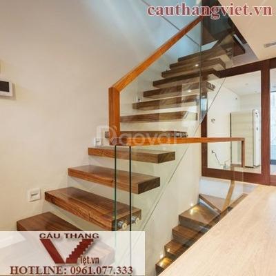 Lắp đặt cầu thang sắt đẹp sang trọng tại Hà Nội