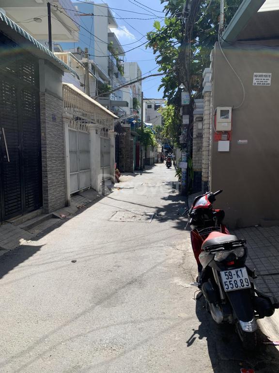 Bán căn hộ dịch vụ hẻm xe hơi, cách ĐH Ngoại Thương 100m