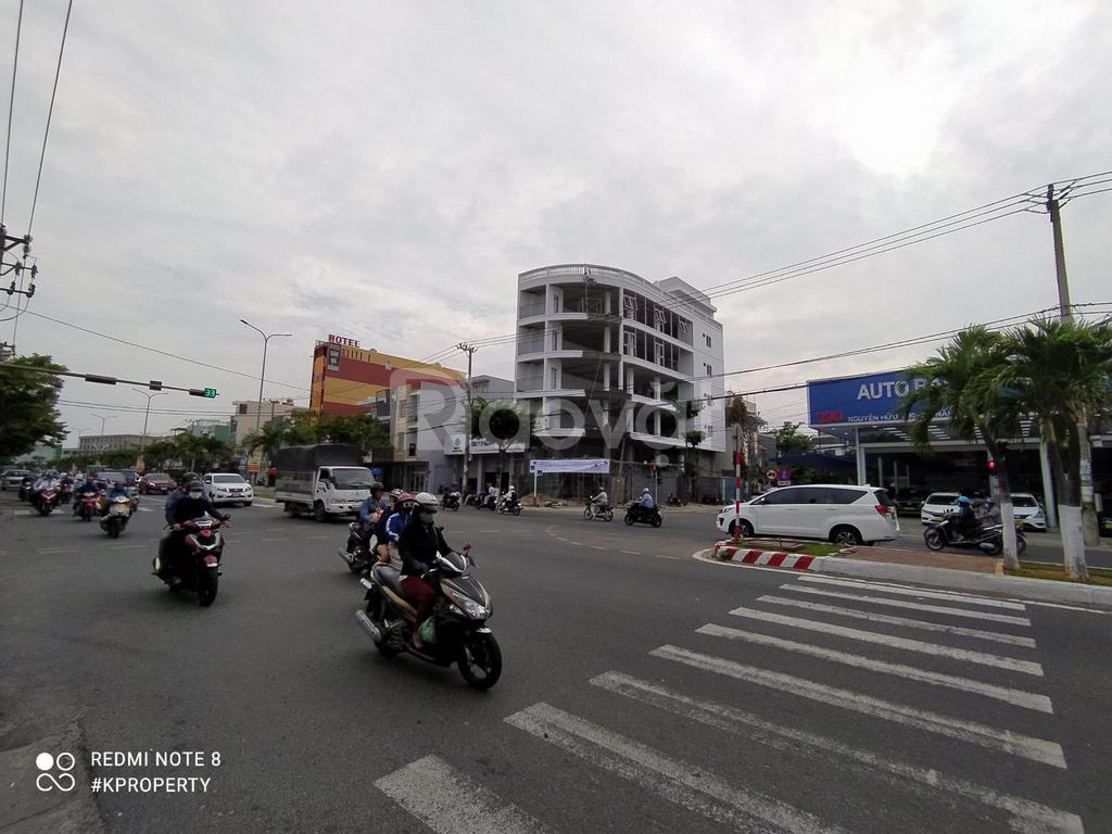 Cho thuê tòa nhà văn phòng 7 tầng, 2 mặt tiền đường Nguyễn Hữu Thọ