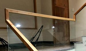 Bán tay vịn cầu thang gỗ sồi giá rẻ