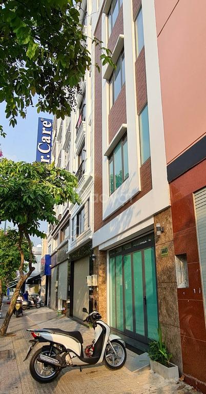 Bán nhà mặt tiền Phạm Văn Đồng, quận Bình Thạnh