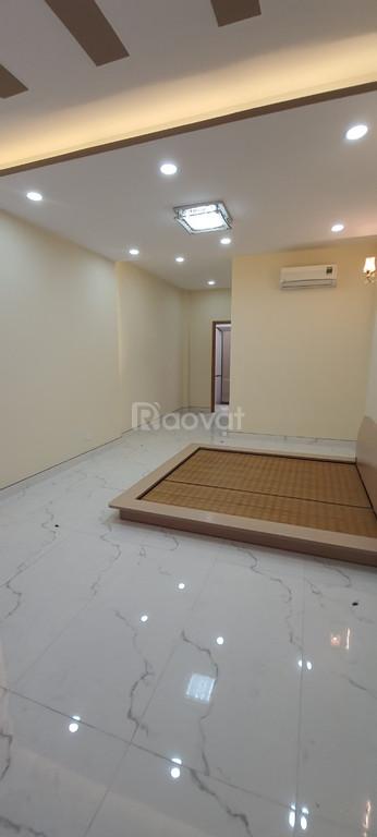 Bán nhà mới 1 trệt 4 lầu có thang máy Hoàng Hoa Thám P5 Q. Bình Tân