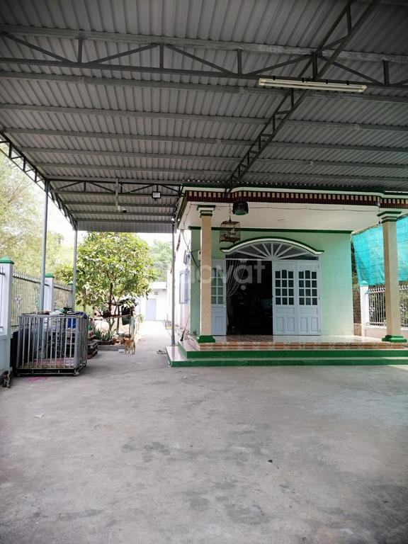 Bán nhà MT hẻm lớn Nguyễn Chí Thanh, Tp Thủ Dầu Một