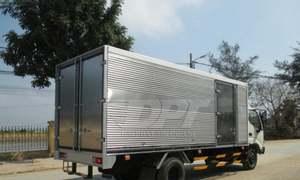 Xe tải Hino 3.5 tấn, thùng kín 6.7m
