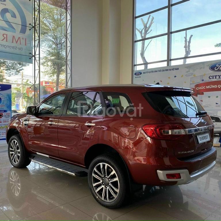 Ford Everest  2021 mới giảm tiền mặt và tặng phụ kiện