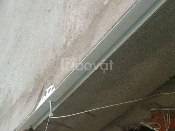 Nẹp nhựa chỉ ngắt nước, tránh hắt nước ngược vào nhà
