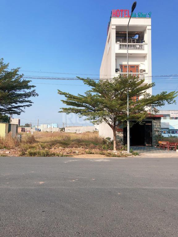 Bán cặp liền kề 260m2 mặt tiền đường số 1 KDC Hương Sen Graden