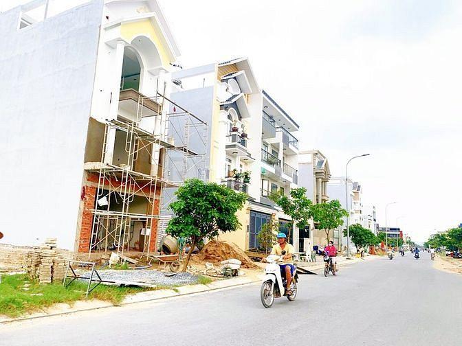 Do gia đình kẹt tiền nên phải bán gấp lô đất đối diện Aeon Bình Tân