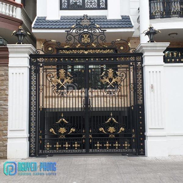 Báo giá thi công bộ cổng rào sắt đẹp, sang trọng cho mặt tiền nhà phố