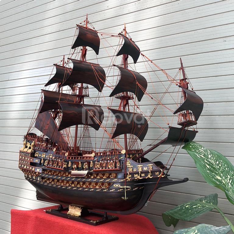 Thuyền buồm trang trí gỗ mun sừng đen tuyền tại Hà Nội