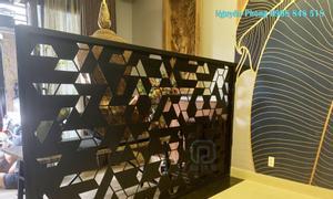 Không gian phòng khách tinh tế, ấn tượng với mẫu vách hoa văn cnc đẹp