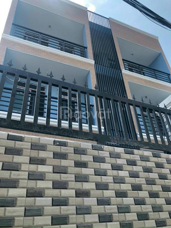 Làm khung bảo vệ bằng sắt tại nhà ở Tp HCM