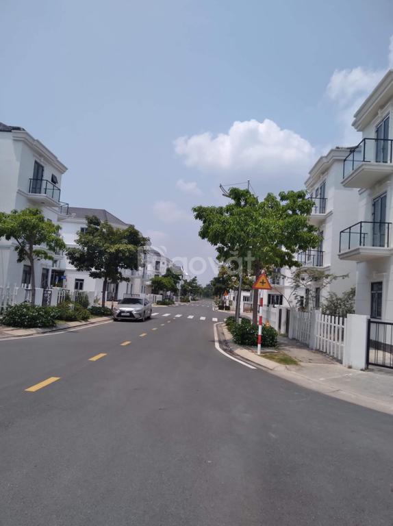 Nhà kề KCN cao Samsung Quận 9