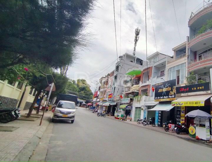 Bán nhà 4 tầng đường Nguyễn Đình Chiểu, đối diện trường ĐH Nha Trang