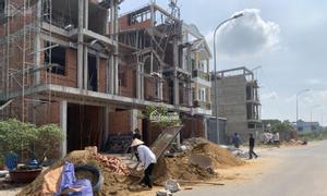 Bán gấp 2 lô đất xây trọ đối diện chợ, sổ sẵn