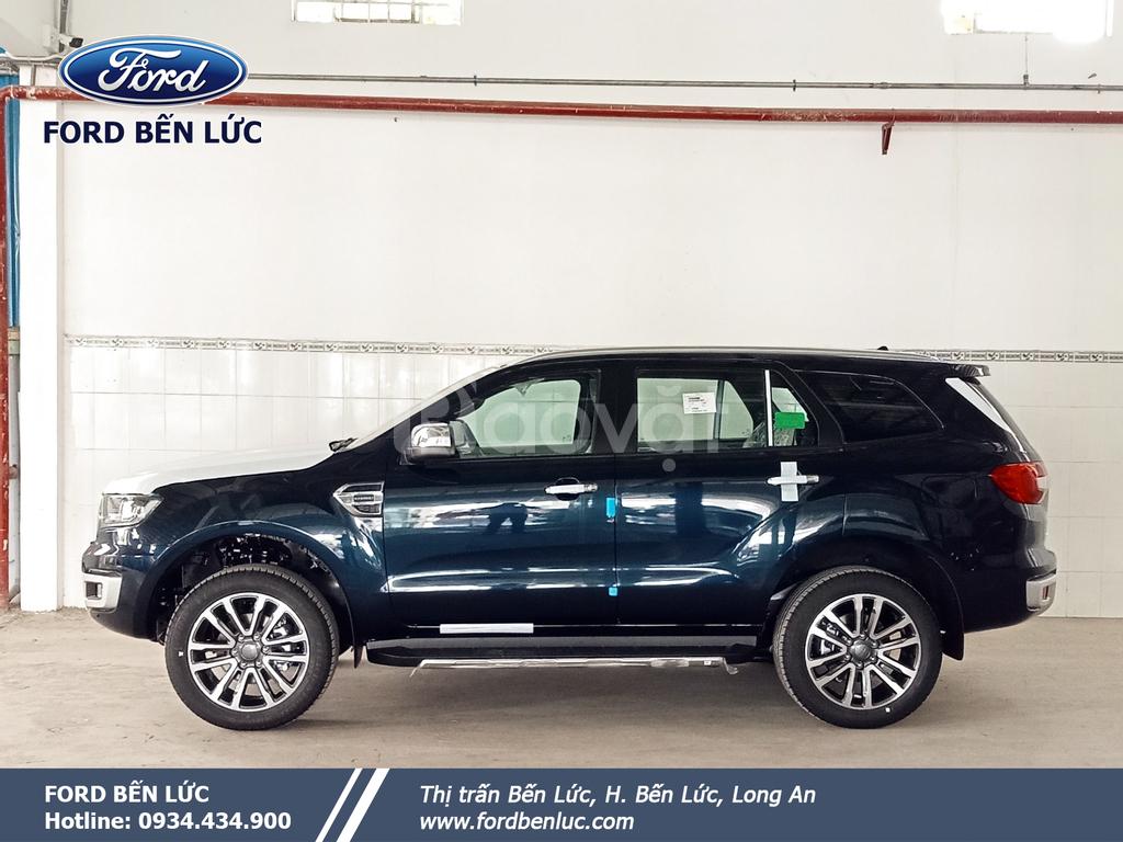 Ford Everest 7 chỗ Titanium 2.0L AT 4x2 xanh đen Ford Bến Lức