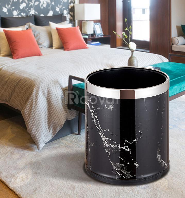 Thùng rác đặt phòng khách sạn tiện dụng kiêm decor