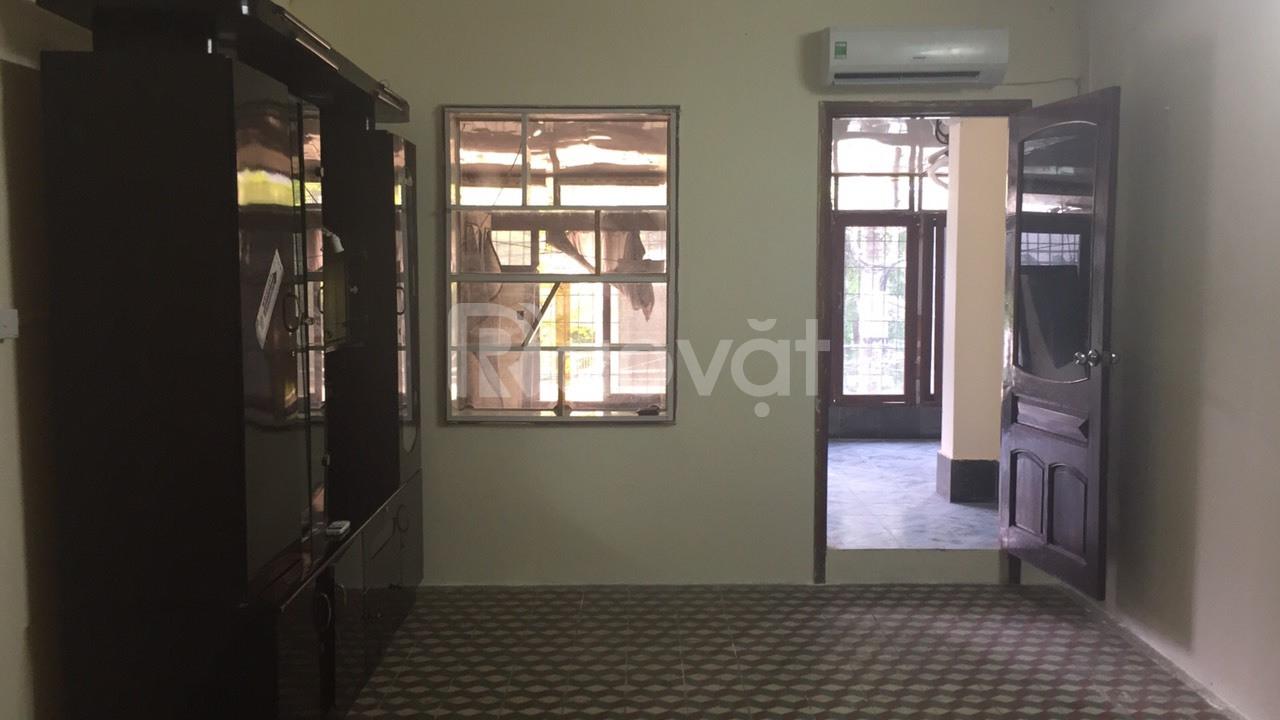 Cho thuê dài hạn căn hộ 209 H3, 60 m2, 20PN, điện nước riêng
