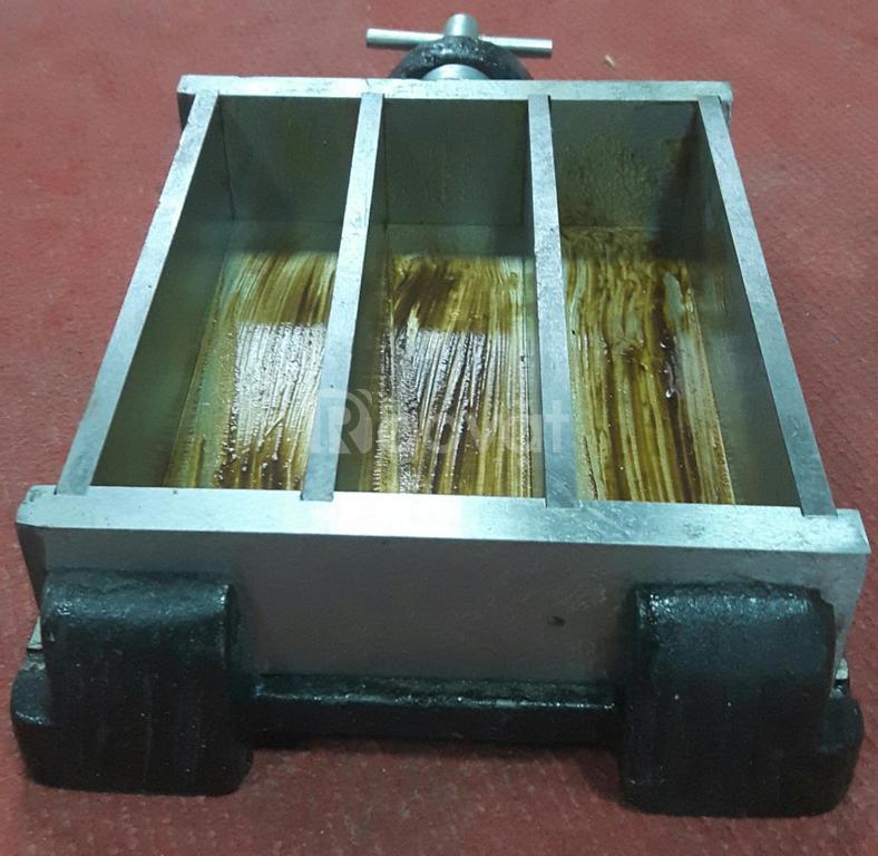 Khuôn 40x40x160mm bằng nhựa gang thép