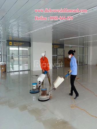 Làm sạch nhà xưởng, quét màng nhiện, sơn nền nhà xưởng