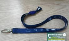 In logo dây đeo thẻ, in chữ lên dây đeo thẻ