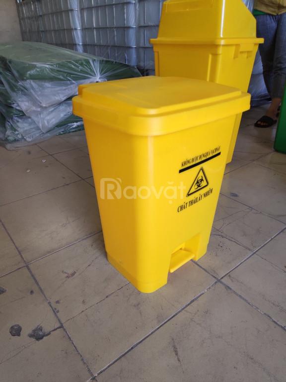 Thùng rác y tế 25L đạp chân màu vàng
