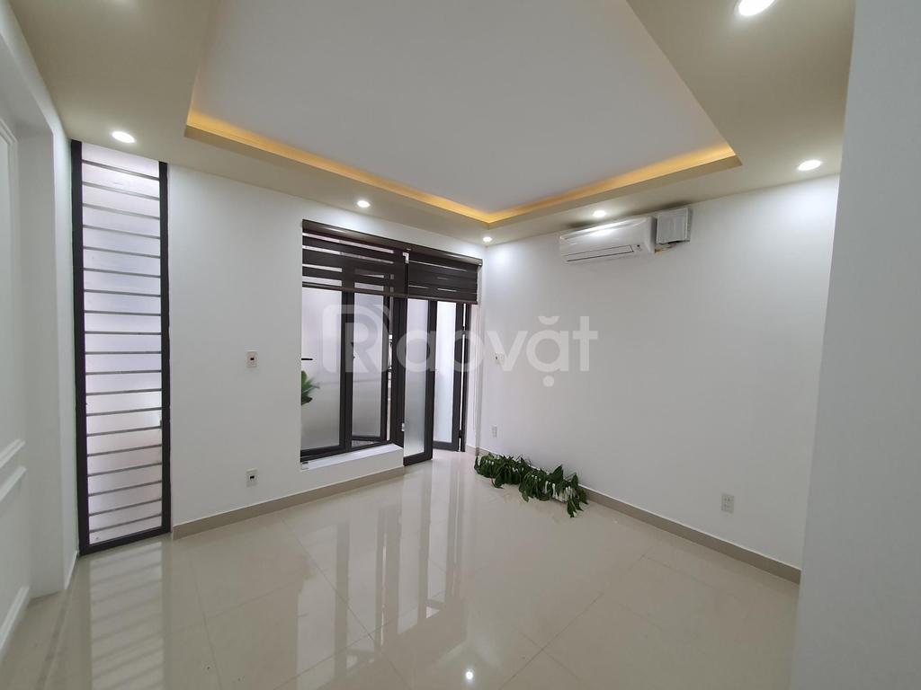 Nhà 3 tầng độc lập, tuyến sau Văn Cao, ô tô đỗ cửa, giá 2.xxx tỷ