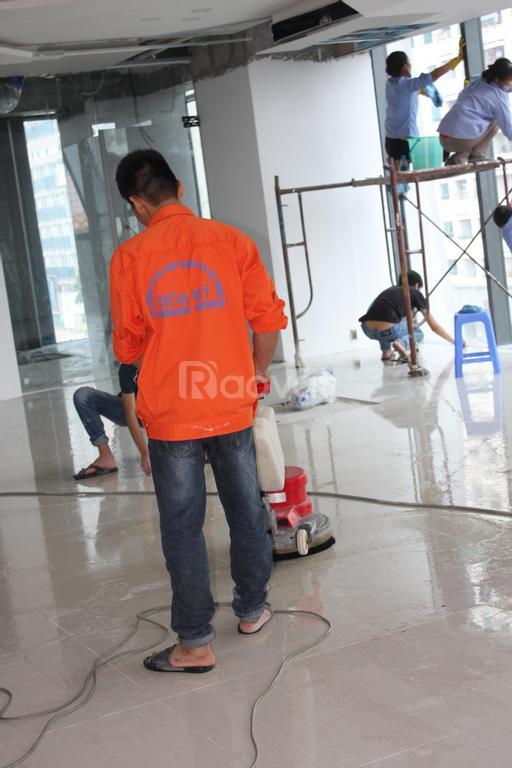 Dịch vụ phủ bóng sàn, vệ sinh công nghiệp