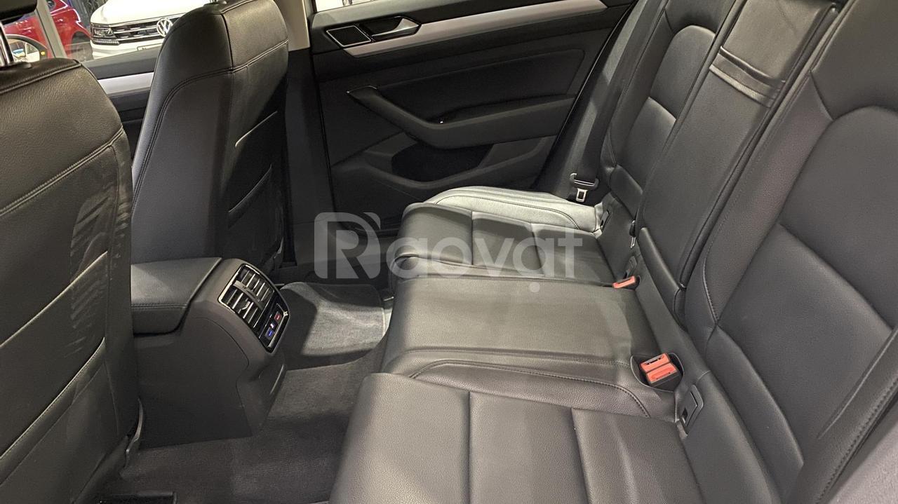 VW Passat Bạc màu độc giá tốt mùa Covid