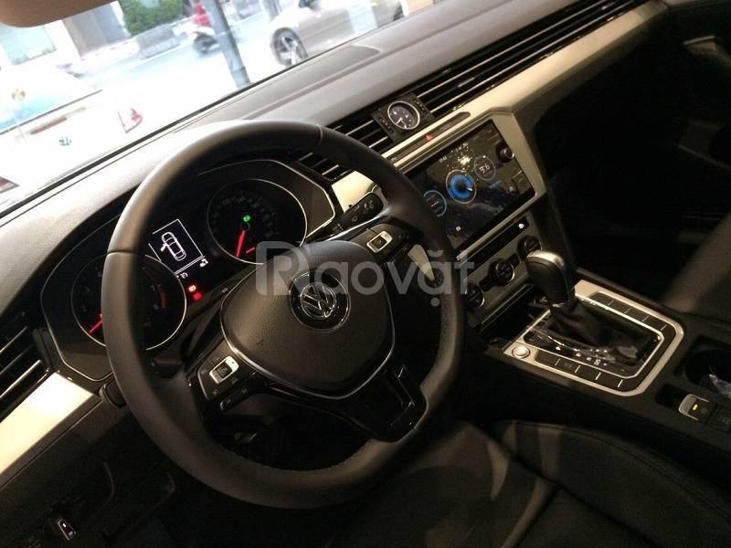 VW Passat Sedan bán chạy Châu Âu, giá tốt