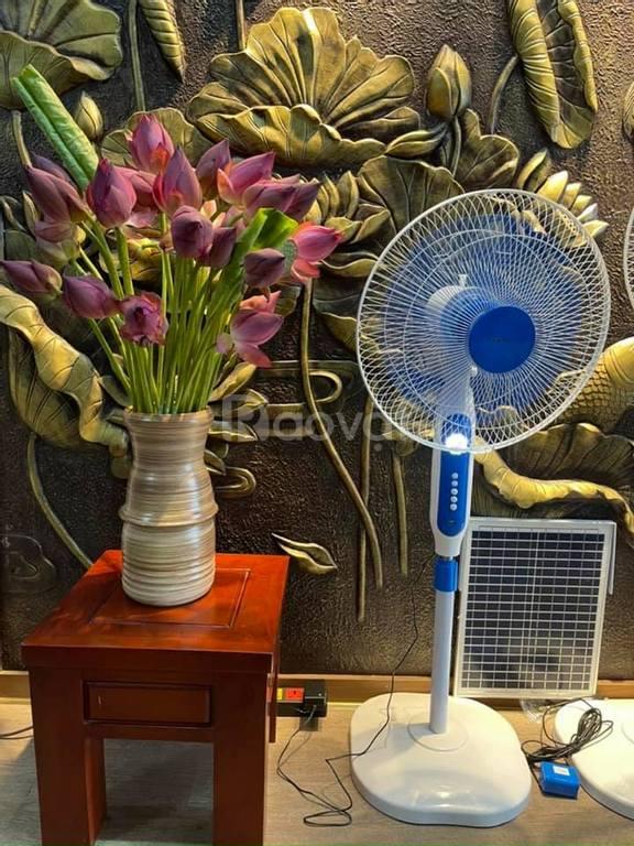 Quạt sạc tích điện, quạt năng lượng mặt trời