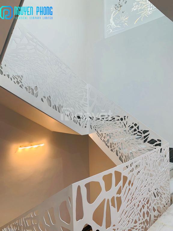 Cầu thang sắt CNC hoa văn độc đáo mang lại không gian sang trọng