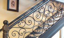Cầu thang sắt mỹ thuật lựa chọn hoàn hảo cho mọi gia đình