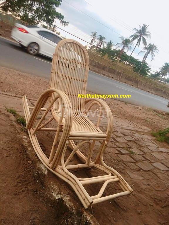 Ghế bập bênh thư giãn bằng mây đan