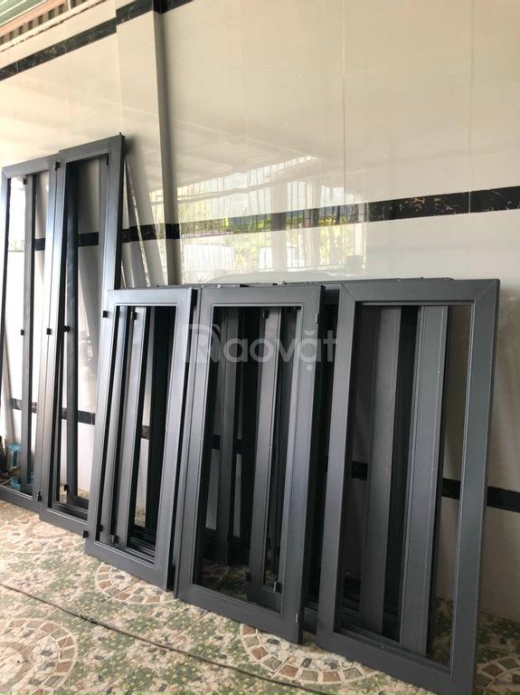 Giá của bộ cửa sổ sắt và khung bảo vệ cửa