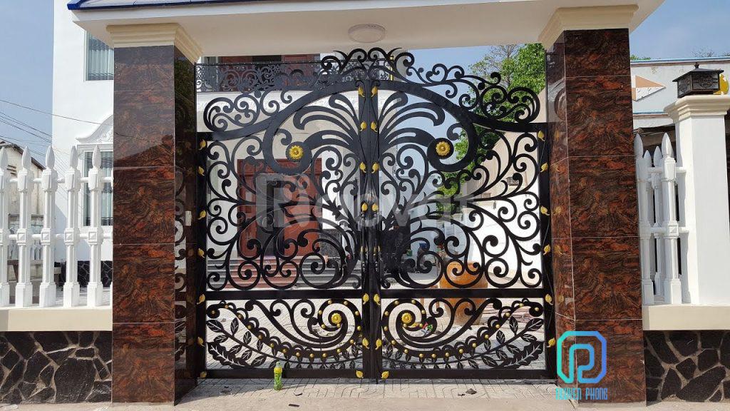 Khám phá mẫu cổng sắt CNC tạo đẳng cấp cho ngôi nhà bạn