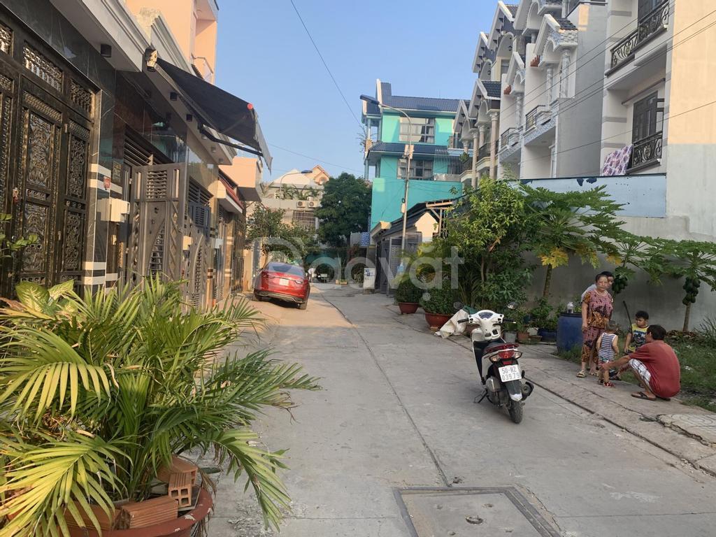 Chính chủ bán nền đất kế góc Điện Máy Xanh đường nhựa có chỗ đậu xe