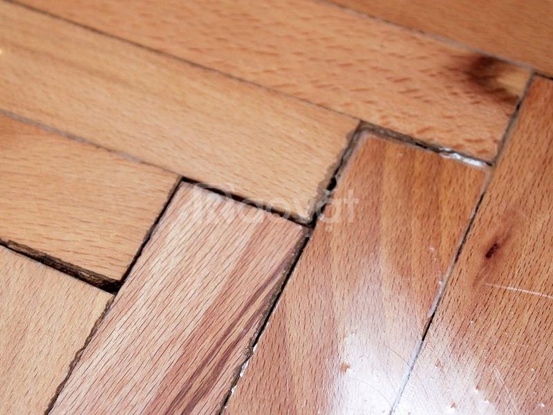 Sửa chữa sàn gỗ bị hở khe, xử lý sàn gỗ bị phồng rộp cong vênh uy tín