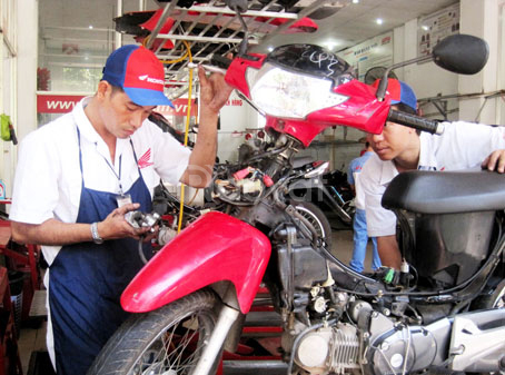 Tuyển gấp thợ sửa chữa bảo dưỡng xe máy, có chỗ ăn ở