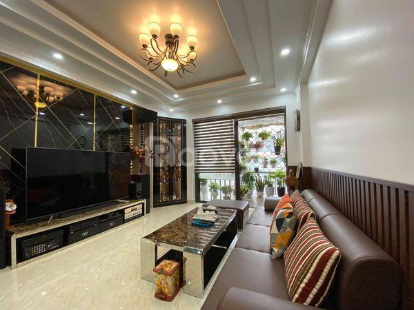 Nhà đẹp phố Lê Lợi sẵn nội thất chỉ việc ở