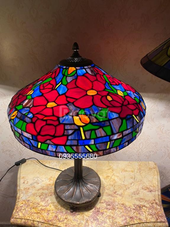 Giao lưu đèn bàn tiffany chân đồng hoa đỏ